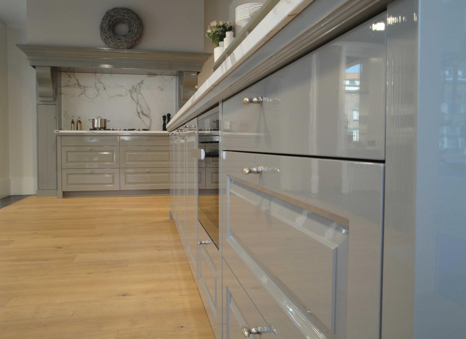 ... strijklak-fronten-handgemaakte-keuken,-keukens-op-maat-Apeldoorn-JACOB