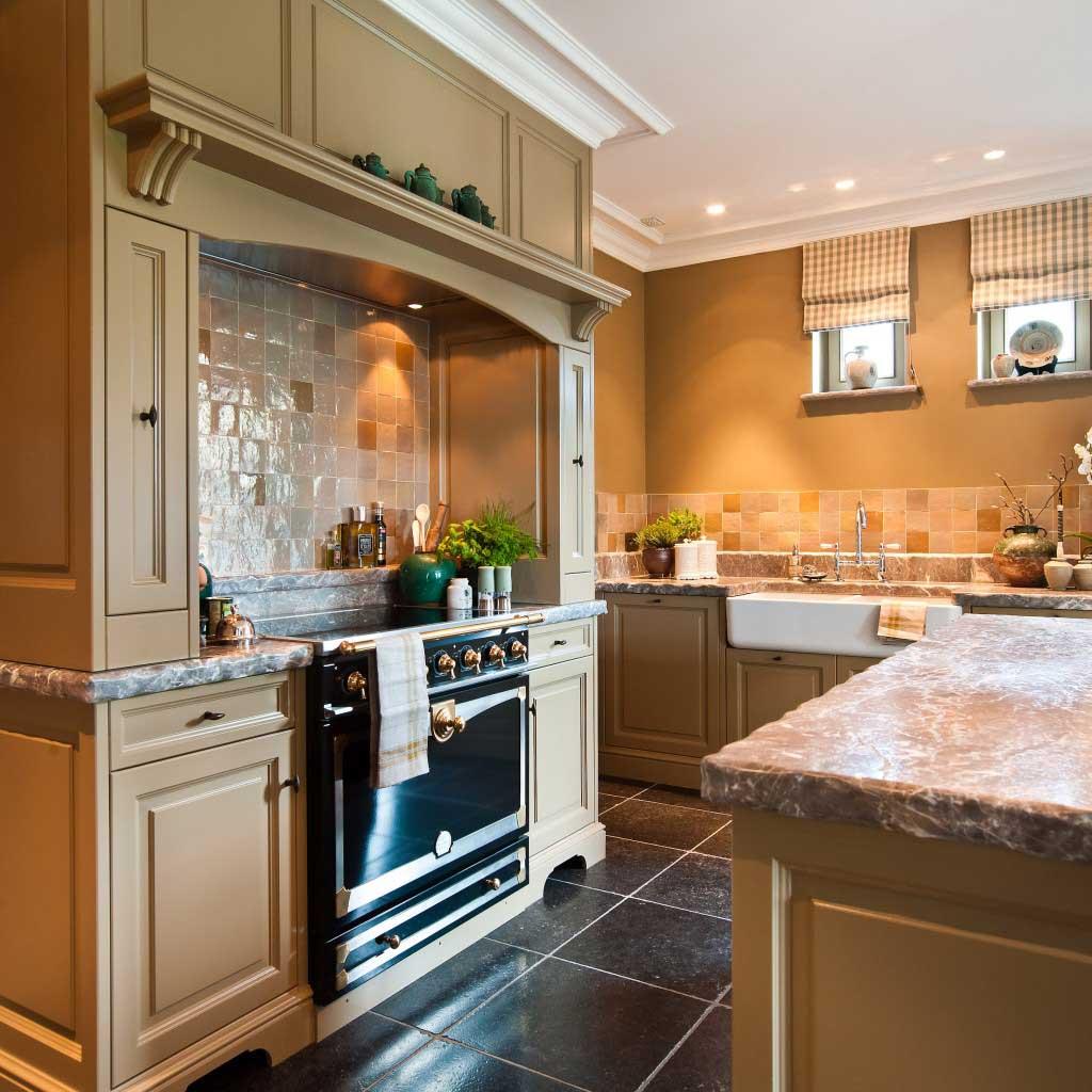 ... -keuken-engelse-stijl-met-klassieke-blad-schouw-JACOB-Apeldoorn